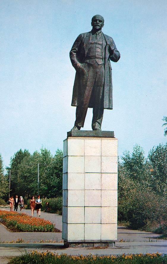 памятник ленину в бийске