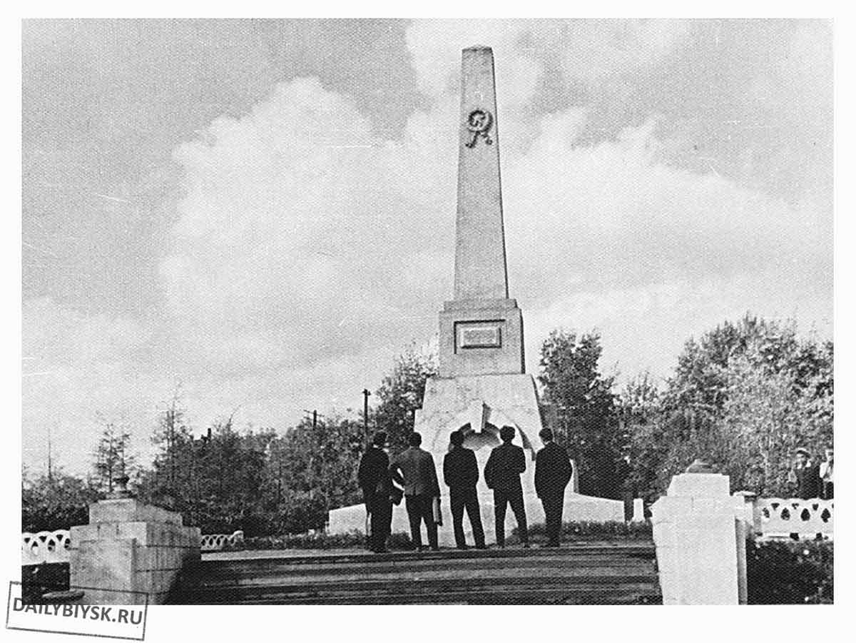 памятник фомченко