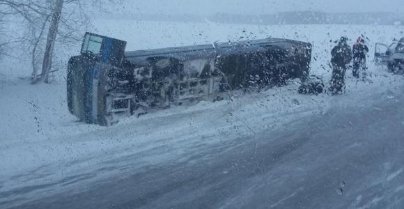 На трассе Барнаул — Бийск перевернулся рейсовый автобус